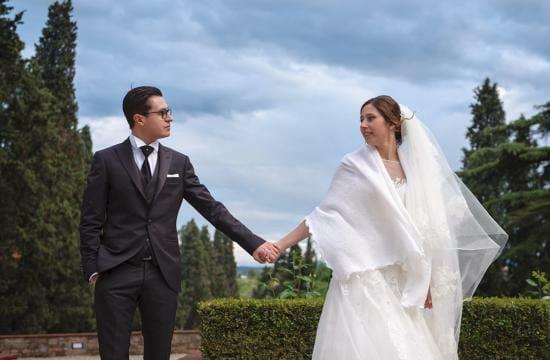 a wet wedding story under the rain in pisa