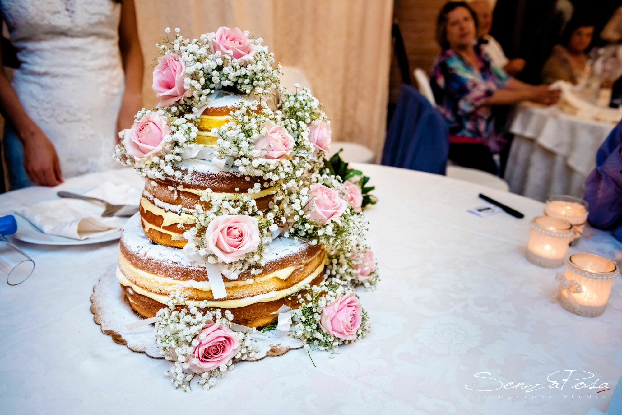 wedding cake in tuscany
